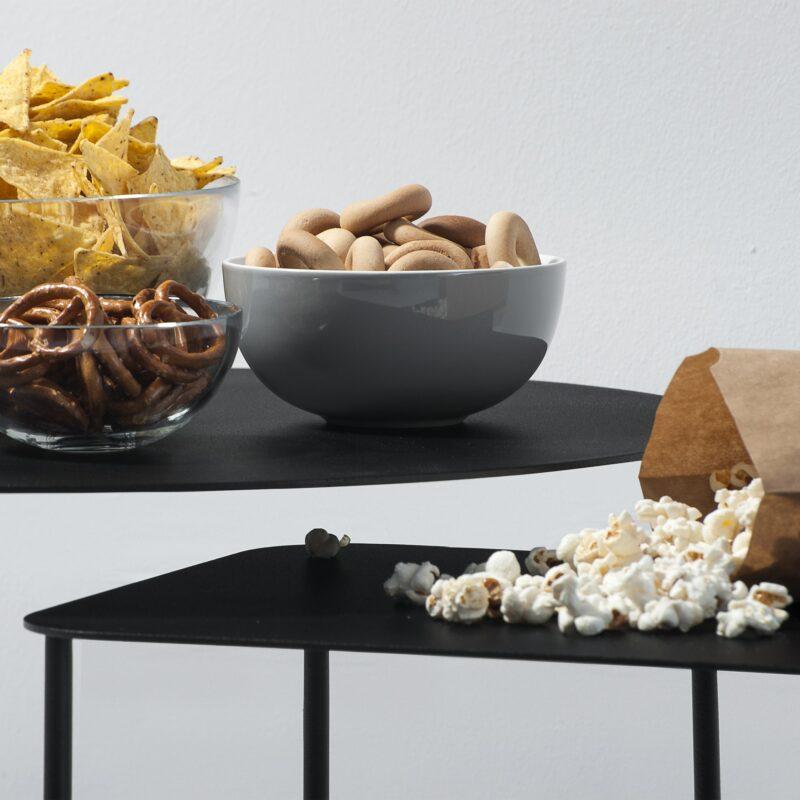 Schwarze Beistelltische mit Chips