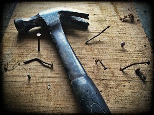 Hammer bring Ationen und schlägt die Preise runter