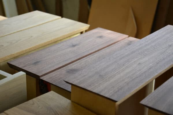 Massivholz Holzfront Nachttisch schwebend