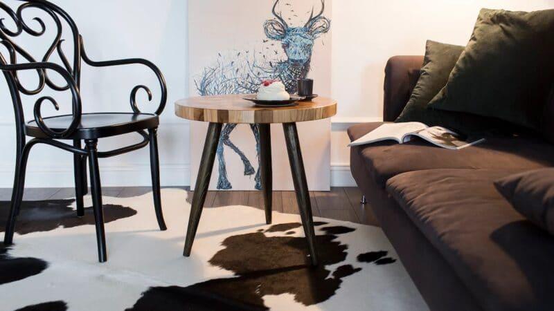 Couchtisch Venus im Wohnzimmer mit einem Sofa